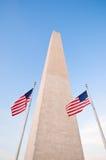 американец вокруг вашингтона памятника флагов Стоковое Изображение RF