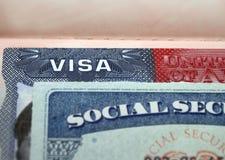 Американская виза в документе предпосылки США страницы пасспорта и sacial nember безопасностью личном Номер страхового полиса f â стоковые изображения rf