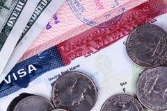 Американская виза в пасспорте и деньгах стоковое фото rf