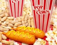 Американская высококалорийная вредная пища бейсбольного стадиона стоковое изображение rf