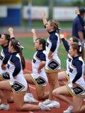 американская средняя школа футбола чирлидеров Стоковая Фотография