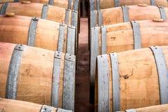 Американские бочонки дуба с красным вином вино погреба традиционное Стоковое Изображение