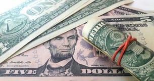 Американские деньги, счеты 1 и 5 долларов стоковая фотография rf