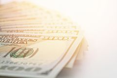 Американские доллары денег наличных денег на белой предпосылке стоковые изображения