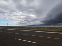 Американские дорога и небо стоковые изображения