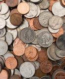 Американские монетки валюты доллара кладут плоские монета в 10 центов кварталов никелей пенни Стоковая Фотография