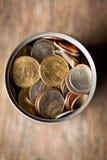 Американские монетки в жестяной коробке Стоковая Фотография RF