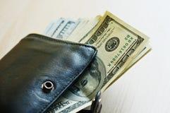 Американские доллары в черном портмоне Стоковое фото RF