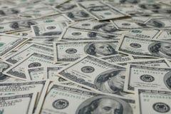 американские доллары кучи как предпосылка Стоковые Фотографии RF