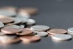 Американские центы на темной поверхности стоковая фотография rf