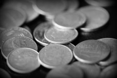 Американские центы на темной предпосылке Черное amd белое стоковое изображение
