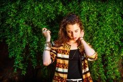 Американский девочка-подросток думая снаружи в Нью-Йорке Стоковая Фотография RF