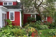 американский колониальный красный цвет дома Стоковая Фотография