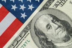 Американский доллар на американском флаге Стоковые Фото