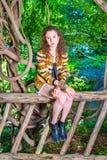 Американский путешествовать девочка-подростка, ослабляя на Central Park, новый y Стоковые Фотографии RF