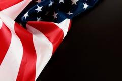 Американский флаг на черном взгляде сверху предпосылки стоковое фото
