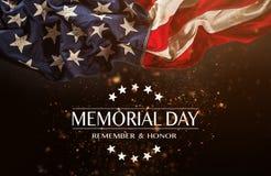Американский флаг с Днем памяти погибших в войнах текста стоковые фото