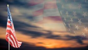 Американский флаг с предпосылкой Стоковое Изображение