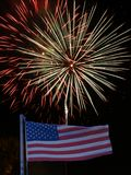 Американский флаг с фейерверками за 53 Стоковые Изображения