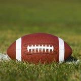 Американский футбол на поле Стоковые Фотографии RF