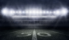 Американский футбольный стадион в светах и вспышках Стоковые Фотографии RF