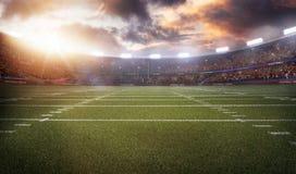 Американский футбольный стадион 3D в световых лучах представляет стоковое изображение