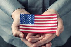 Американский флаг в ладонях Стоковая Фотография RF