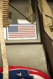 Американский флаг на лобовом стекле военного транспортного средства Стоковые Изображения RF