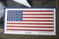 Американский флаг на лобовом стекле военного транспортного средства Стоковая Фотография RF