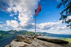 Американский флаг на утесе печной трубы, на парке штата утеса печной трубы, северном Стоковое Изображение RF