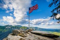 Американский флаг на утесе печной трубы, на парке штата утеса печной трубы, северном Стоковое Фото