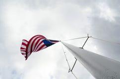 Американский флаг на флагштоке Стоковое Фото