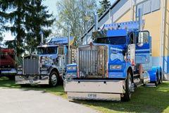 2 американских винтажных тяжелого грузовика Kenworth Стоковые Изображения