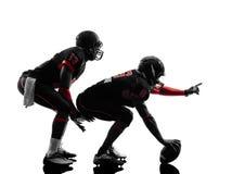 2 американских футболиста на силуэте схватки Стоковая Фотография RF