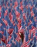 343 американских флага в памяти пожарных FDNY которые потеряли их жизнь 11-ого сентября 2001 Стоковые Изображения