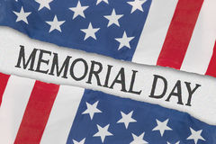 2 американских флага с текстом Дня памяти погибших в войнах Стоковое фото RF