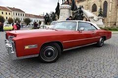 Американское красное Caddilac, автомобиль года сбора винограда Caddy Стоковые Фотографии RF