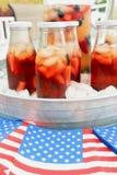 Американское infustion плодоовощ и чая лета праздника с ягодами Стоковая Фотография RF