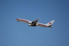 Америкэн эрлайнз Боинг 757-223 Стоковые Изображения RF