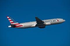 Америкэн эрлайнз Боинг 777 Стоковая Фотография RF