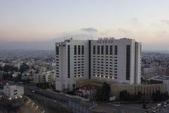 Амман, Джордан - 1-ое февраля 2018: Взгляд Fairmont - роскошной гостиницы Fairmont Амман, Стоковые Изображения