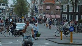 Амстердам - город вполне велосипедистов - весьма замедленное движение снятое - АМСТЕРДАМ/ГОЛЛАНДИЯ - 21-ое июля 2017 акции видеоматериалы