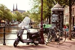 Амстердам и велосипед на мосте Стоковые Фотографии RF