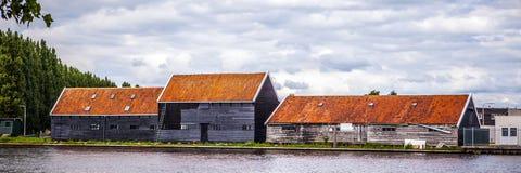 АМСТЕРДАМ, НИДЕРЛАНДЫ - 14-ОЕ АВГУСТА 2016: Известные промышленные здания города Амстердама Стоковая Фотография