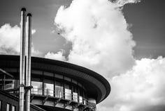 АМСТЕРДАМ, НИДЕРЛАНДЫ - 15-ОЕ АВГУСТА 2016: Современный конец-вверх архитектуры города 15-ое августа 2016 в Амстердаме - Netherla Стоковые Фото