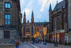 Амстердам, Нидерланды - 14-ое декабря 2017: Площадь больших винных бутылок торгового центра Стоковые Изображения