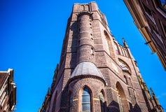 АМСТЕРДАМ, НИДЕРЛАНДЫ - 15-ОЕ ИЮНЯ 2016: Общие взгляды ландшафта в традиционной голландской церков 15-ого июня в Амстердаме, Голл Стоковые Фото