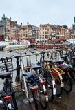 Амстердам, Нидерланды - 22-ое ноября 2017: Автостоянка велосипеда Стоковые Изображения