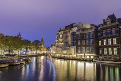 Амстердам Нидерланд, горизонт города ночи стоковые фото