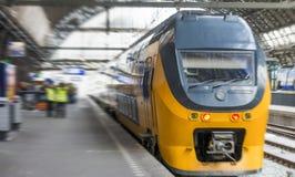 АМСТЕРДАМ, 30-ОЕ АПРЕЛЯ: Поезд в центральной станции, 30-ое апреля 2013 в a Стоковое фото RF